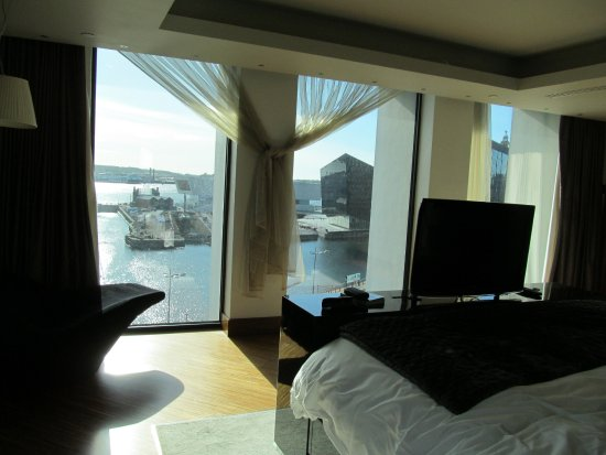 Hilton Liverpool City Centre: Presidential suite Liverpool dock view from bedroom