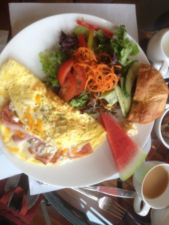 Port Washington, WI: 3 Cheese and Smoked Ham Omelette