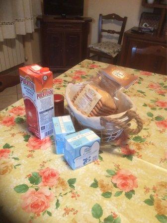 Breakfast at B & B Da Franca, Camporgiano and swimming pool.