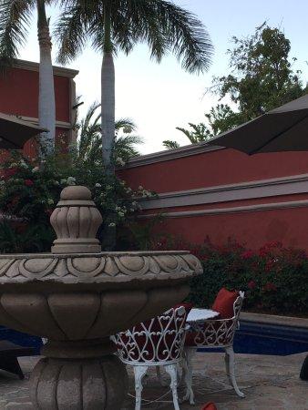 Casa Bella Boutique Hotel : Beautiful courtyard and breakfast