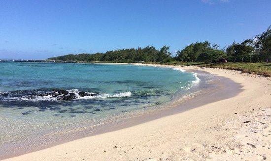 Orchid Villas Mauritius: Praia Belle Mare a 500 m