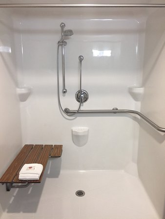 Comfort Suites: Handicap Accessible Shower