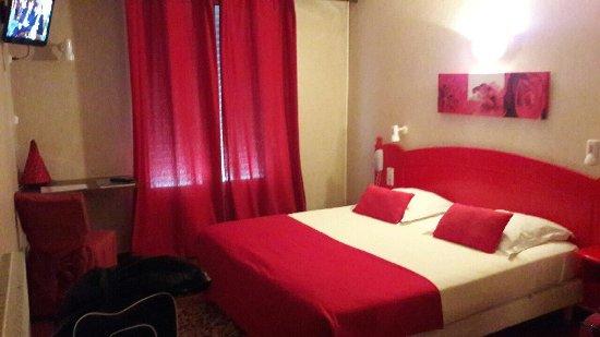 photo de h tel du commerce les sables d 39 olonne tripadvisor. Black Bedroom Furniture Sets. Home Design Ideas
