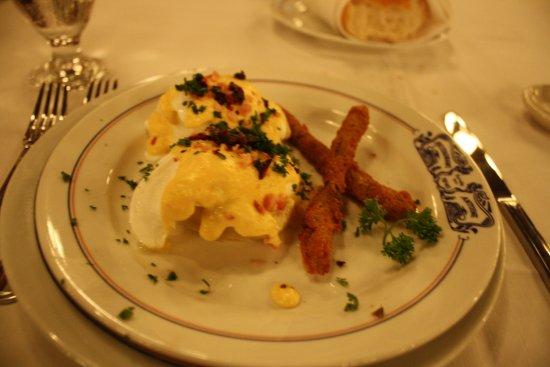 Antoine's : Eggs sardou