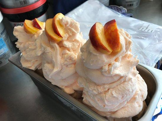 Mamma Che Gelato - La Fiorita: Our peach sorbet!