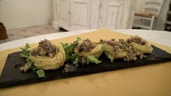 Borgo San Lorenzo, Włochy: Canestrini di patata con ripieno di funghi.....non siete niente se non li avete mangiati