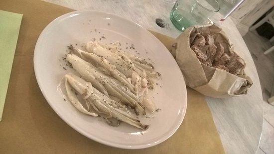 Borgo San Lorenzo, Włochy: Insalata indivia con erbette e yougurt.......buone!!