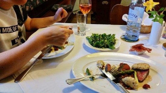 Ganserndorf, Austria: Gasthof zum Grünen Baum - köstliches Essen