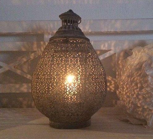 Les Voyageurs: Lanterna in filigrana
