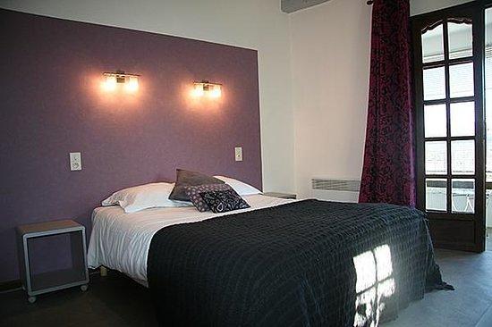Lou cigaloun hotel saint antonin du var voir les tarifs 35 avis et 20 photos - Chambre violette et grise ...