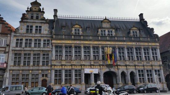 Tournai, Belçika: Central Square