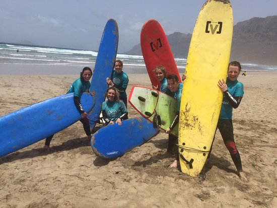 Lava Flow Surf Lanzarote: Brilliant day surfing to celebrate the year we all turn 40!