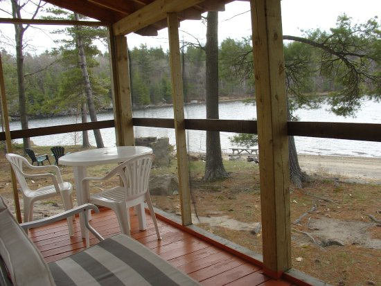 Craganmor Point Resort: Screened porch