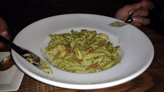 Carmel, IN: Chicken pesto pasta