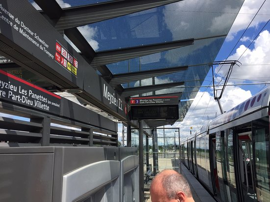 Meyzieu, France: Tram station to Gare Part-Dieu