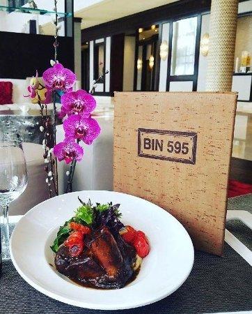แพลนเทชัน, ฟลอริด้า: Bin 595 offers a casual Chic dining experience in Plantation, FL.