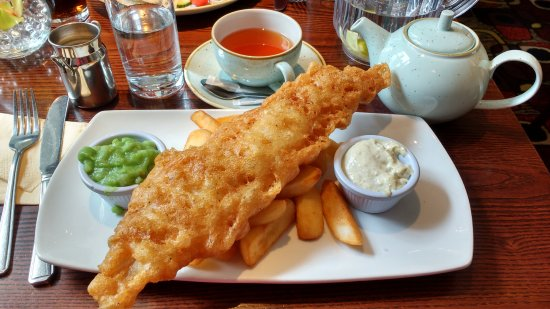Hyltons : Fish and chips with mushy peas and a pot of tea