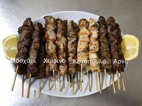Atsipopoulo, Grecia: Τα βασικά κρέατα σε σουβλάκι !!