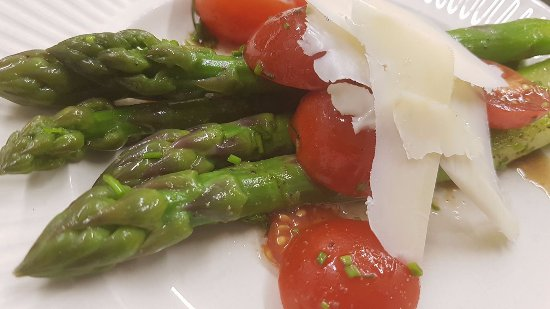 Smiths Falls, Canada: Seasonal Miller's Bay Farm Asparagus with Suntech tomatoes & Thornloe Romano