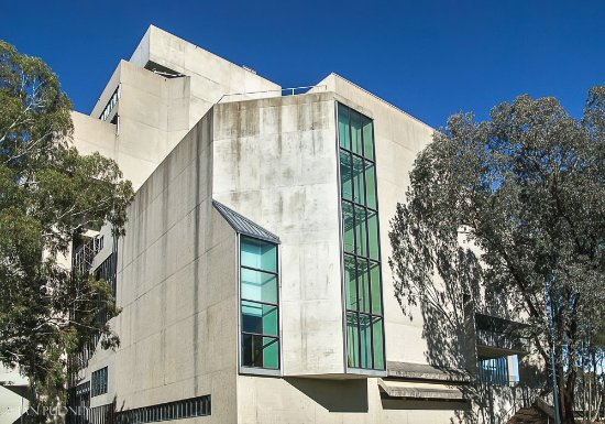 High Court of Australia: Lake-side view of the building