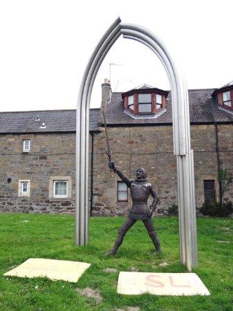 Элгин, UK: the Statue