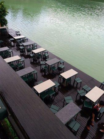 Tomohon, Indonesia: Salah satu spot di restaurant tepi danau yang paling banyak digunakan untuk berphoto
