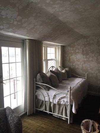 North Hatley, Canada: Спальни и вид из окна