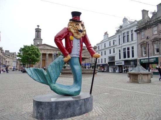 Elgin, UK: the ugly statue