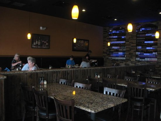 New Port Richey, FL: Indoor seating area