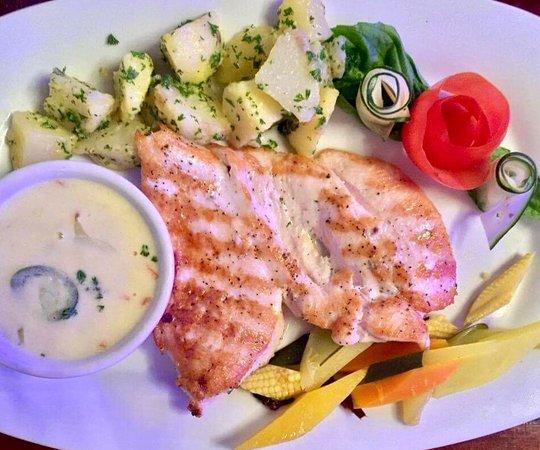 Azul Restaurante: Pollo a la plancha con su guaraníciones Azul.