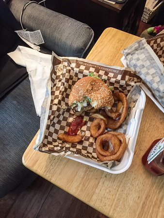 Silverdale, WA: Elsie burger and onion rings