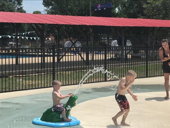Prattville, AL: The splash pad is awesome and sooooo fun!