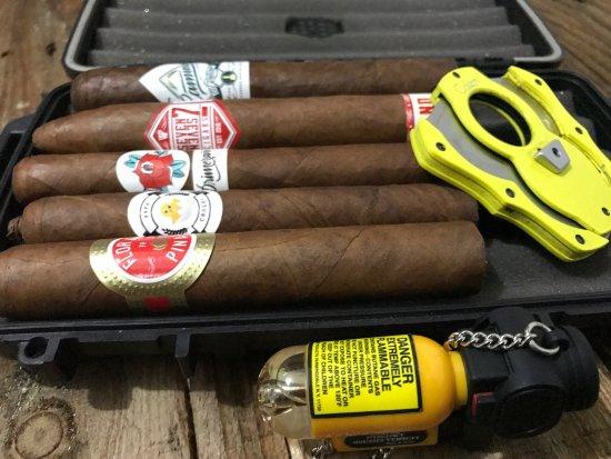 La Fábrica Cigar Store