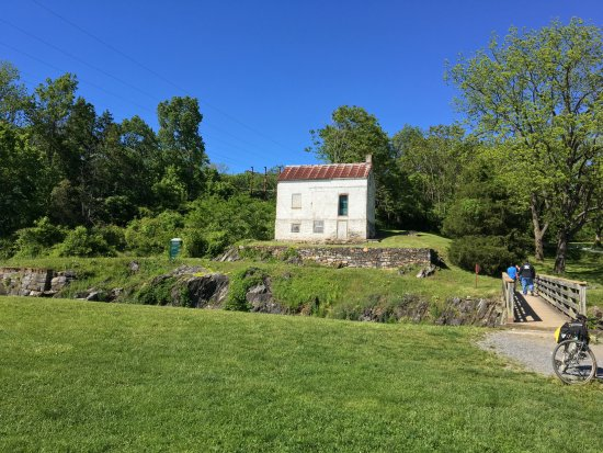 Cumberland, MD: Lockkeepers house at the four lock step between Paw Paw and Harpers.