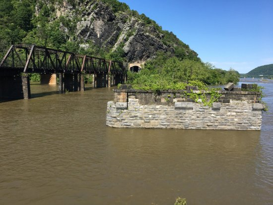 Cumberland, MD: Rail bridge at Harpers and the ruins of an earlier one