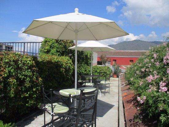 Hotel Casa Antigua: Terraza con vista panorámica de la ciudad