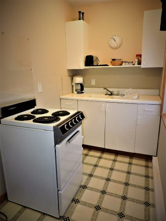 Beaver Island, MI: All units have full kitchens, dining area and sleeper sofas in addition to bedrooms.