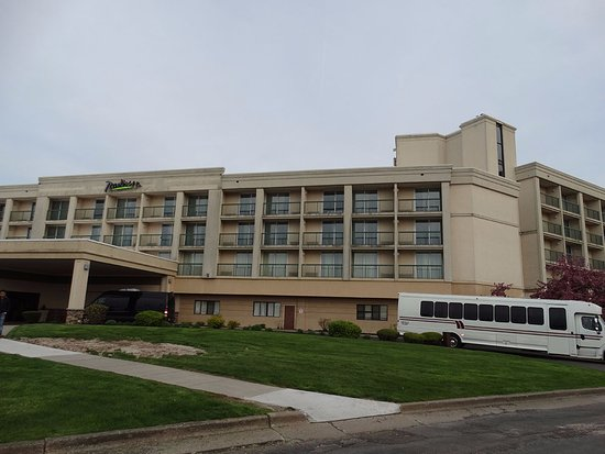 Grand Island, NY: Front view of the hotel