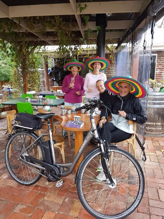 Porepunkah, Australia: A delightful group enjoying our Sunrises and Sombreros Experience