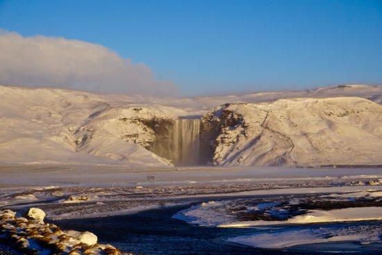 Selfoss, İzlanda: Skogafoss with fresh coat of snow
