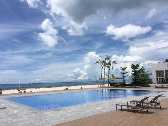 Daanbantayan, Filipiny: Pool area.