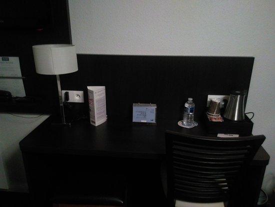 Tv bureau chambre 63 photo de hôtel kyriad meaux meaux tripadvisor