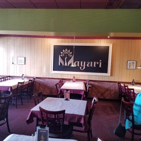 Creve Coeur, MO: Mayuri India Restaurant - dining room