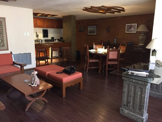 Suites Amberes: Main living area. Separate bedrooms behind kitchen.