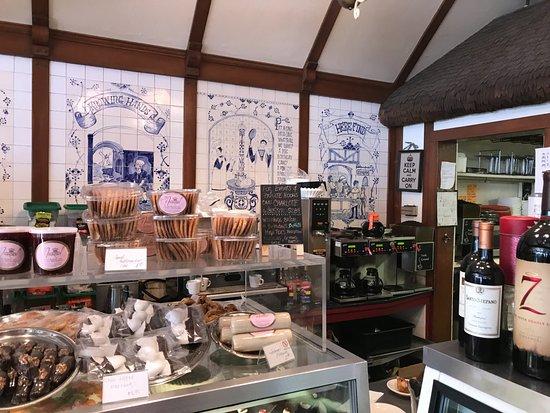 Andersen's Danish Bakery: Bakery area