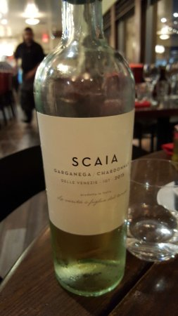 Seaside, كاليفورنيا: Excellent, fresh, Italian wine from eastern Italy.