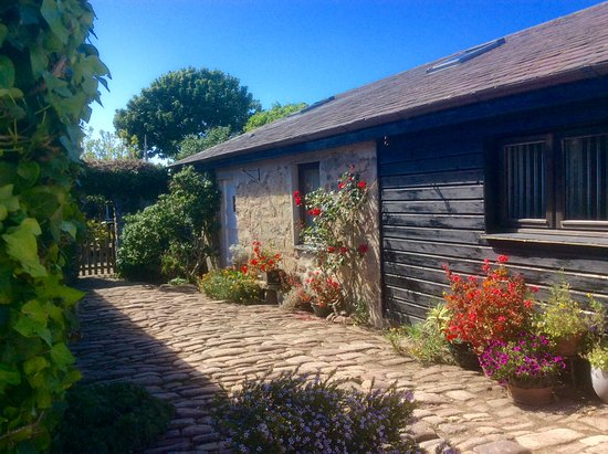 Farm Court: Our self catering cottage is a separate building from the rest of the guest house.
