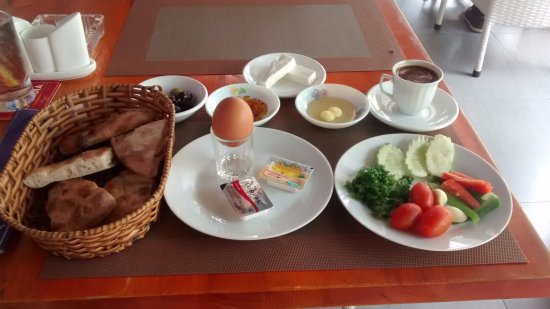 Le Bon Cafe & Pub: The Turkish Breakfast