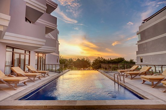 Wyndham Garden Kuta: Sunset Pool