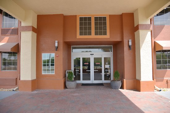 Mulberry, FL: entrance hotel